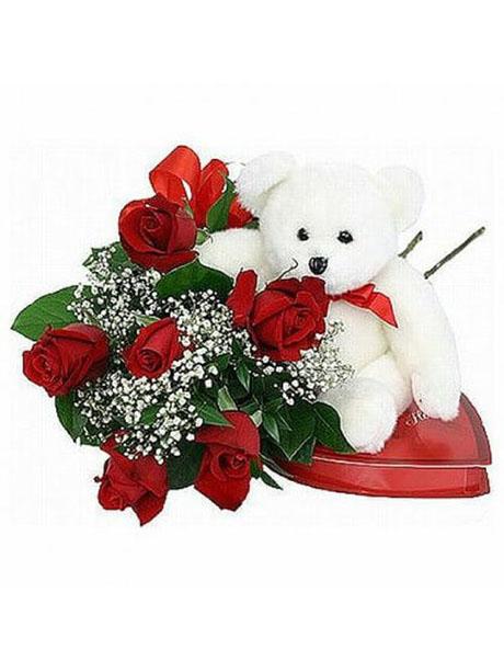Μπουκέτο με κόκκινα τριαντάφυλλα παρέα με αρκουδάκι και σοκολατάκια(260γρ.) - €50.00
